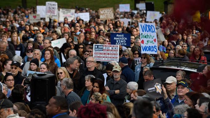 Près de 1500 personnes ont manifesté contre la venue de Donald Trump à Pittsburgh.