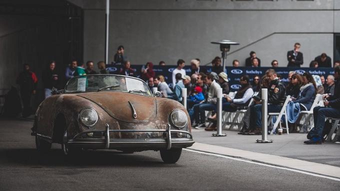 Une Porsche 356 A 1600 'Super' Speedster de 1958 sortie de grange avec 113 390 km d'origine, prête à être restaurée, a trouvé preneur contre 307 500 dollars.