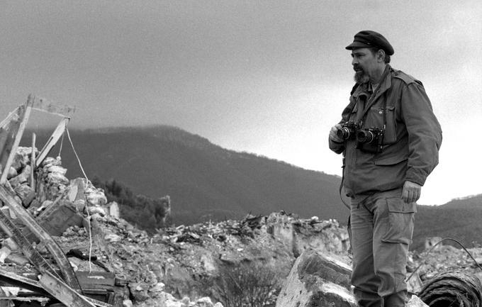 Gérald Bloncourt à Laviano en Italie en novembre 1980, après le tremblement de terre qui ravagea la région.