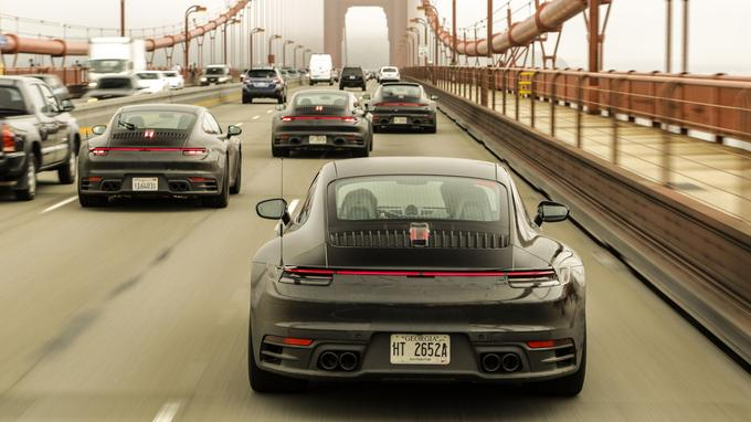 Des prototypes de la 911 légèrement camouflés lors d'une campagne de tests aux États-Unis.