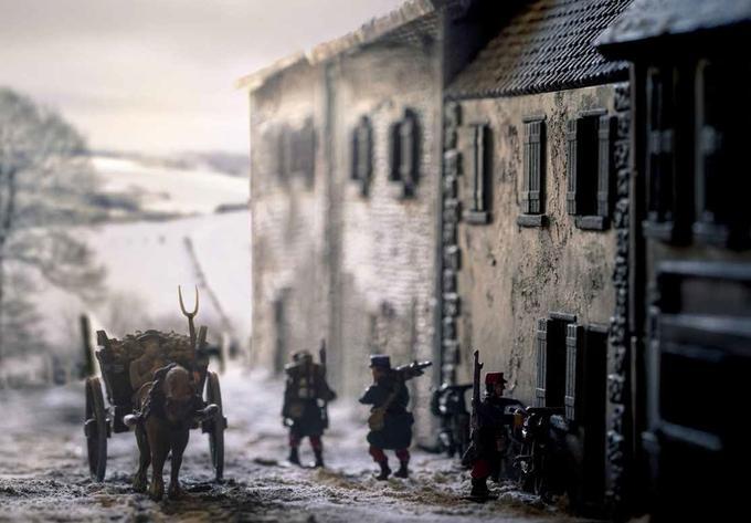 «Il y a environ cent ans, le monde entier est entré en guerre. Ils l'ont appelé la Grande Guerre, mais ce sont de petits soldats qui ont combattu.»