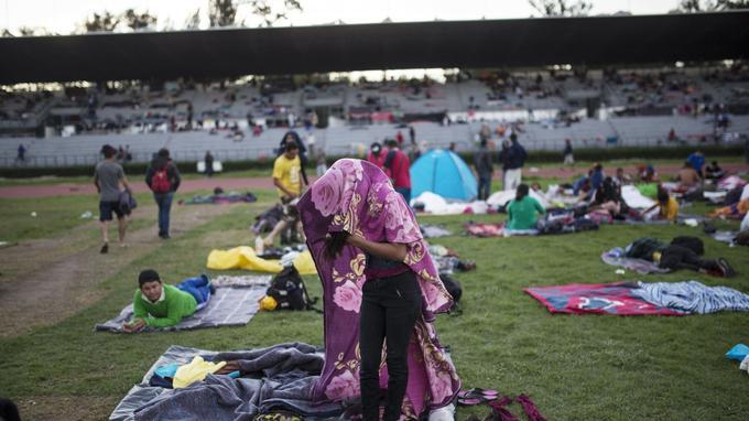 Les migrants accueillis au stade Jesus Martinez de Mexico.