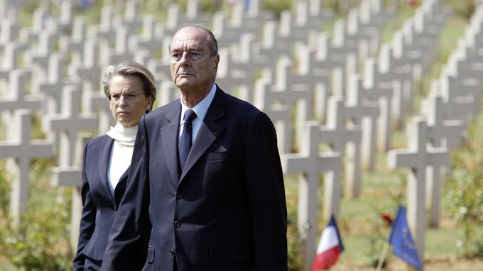 Jacques Chirac et sa ministre de la Défense Michèle Alliot-Marie, le 25 juin 2006 à Verdun (Meuse)