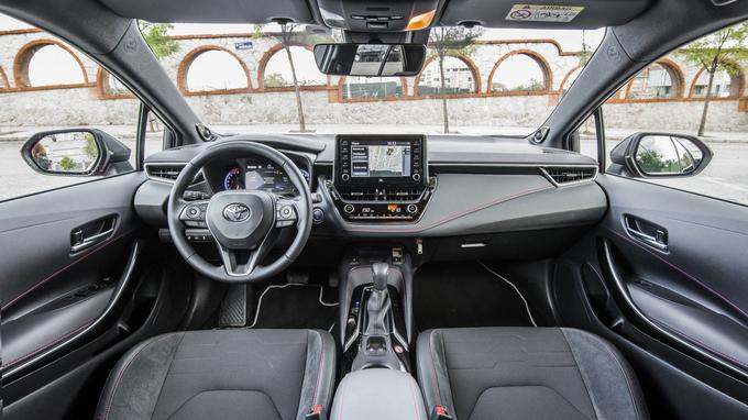 Outre l'amélioration de la qualité perçue, on se félicite du passage à une planche de bord allégée et améliorée sur le plan de l'ergonomie.
