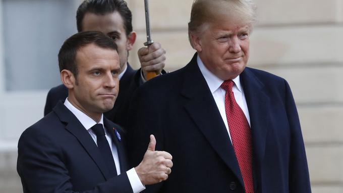 Malgré les mots et les gestes, l'ambiance entre Macron et Trump semblait aussi maussade que le temps.