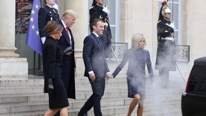 Le couple Macron raccompagnant les Trump quittant l'Élysée