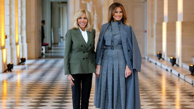 Brigitte Macron était seule pour accueullir les conjoints pour le déjeuner à Versailles. <br/>