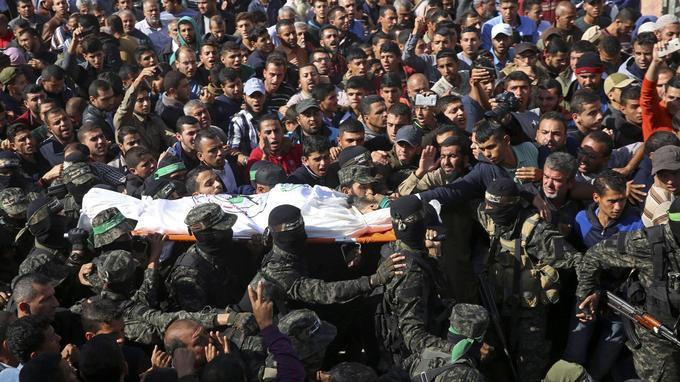Lors des funérailles lundi 12 novembre de Nour Baraka.