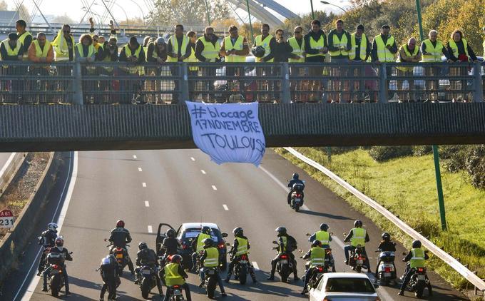 Des «gilets jaunes» toulousains se sont rassemblés sur un pont ce samedi matin. L'aéroport de Blagnac a été bloqué pendant une heure en matinée.