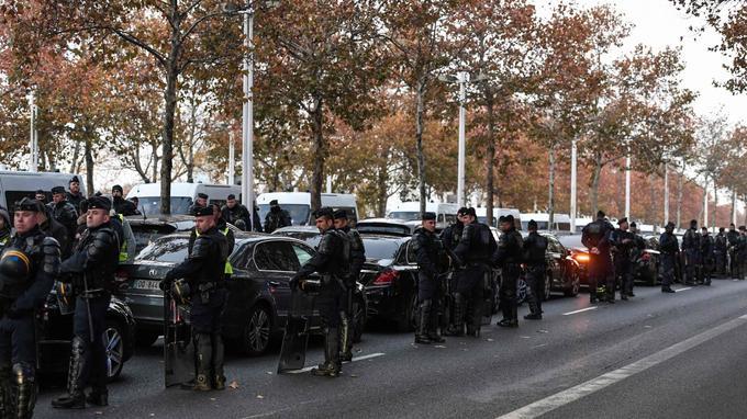 À Bercy, près du ministère des Finances, ce matin.