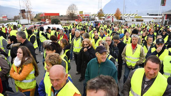 De nombreux «gilets jaunes» étaient présents sur la RN 90 entre Albertville et Chambéry.