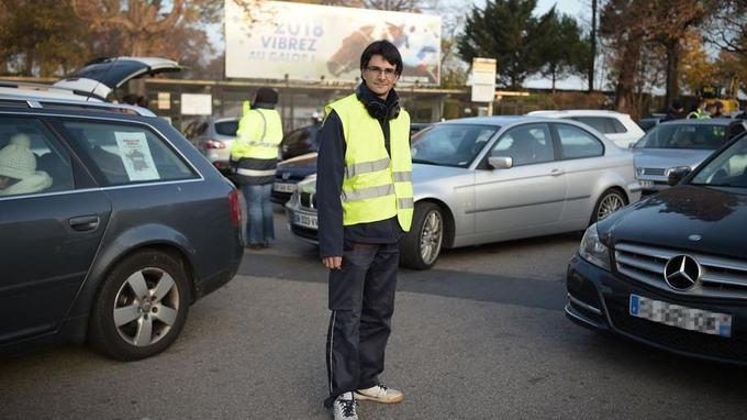 Yves, 43 ans, ambulancier, manifeste Porte d'Auteuil à Paris mais regrette la faible mobilisation dans la capitale.