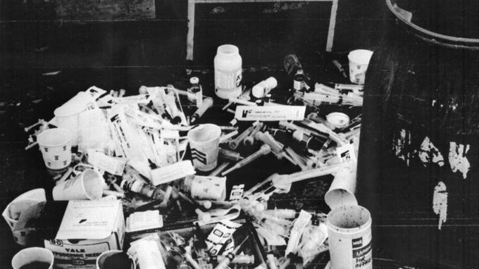 Des centaines de seringues ont été retrouvées sur place.
