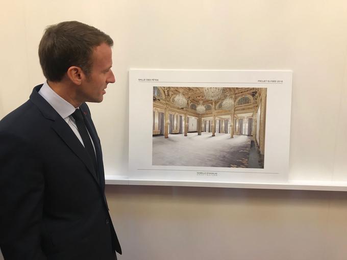 Emmanuel Macron lors de la présentation des travaux de l'Élysée, en septembre.