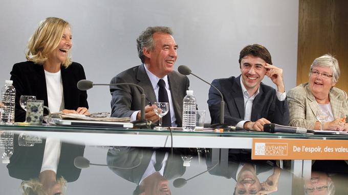 François Bayrou présente son «shadow cabinet», entouré de Marielle de Sarnez (à gauche), Yann Wehrling et Jacqueline Gourault (à droite), le 29 septembre 2010.