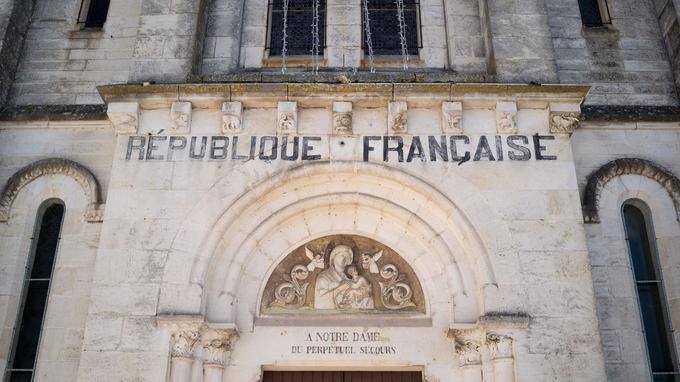 La loi de 1905 ne s'applique pas sur l'ensemble du territoire français. Ni en Alsace-Moselle, ni dans plusieurs territoires d'Outre-mer.