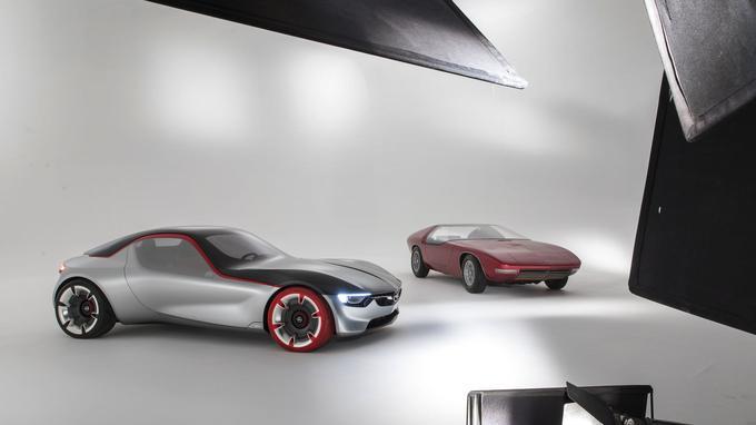 Le GT Concept de 2016 aux côtés du Concept CD de 1969.