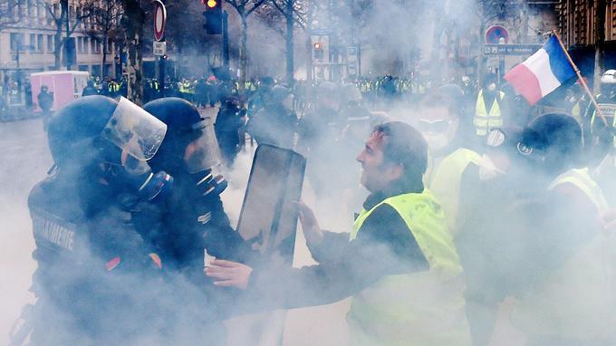Le dispositif de sécurité s'est rapidement révélé insuffisant. Les premiers gaz lacrymogènes ont été utilisés dès 9h du matin. <br/>