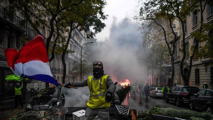Ce samedi matin, Laurent Nunez, secrétaire d'État auprès du ministre de l'Intérieur, comptait 3000 casseurs sur le plateau de l'Étoile. <br/>
