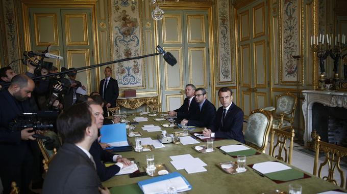Emmanuel Macron lors de la réunion exceptionnelle à l'Élysée, dimanche 2 décembre 2018.