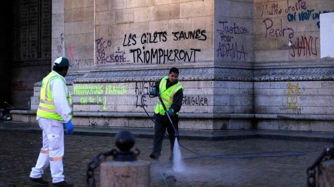 Gilets jaunes»   les dégâts à Paris au lendemain de la flambée de ... 1929e1503df