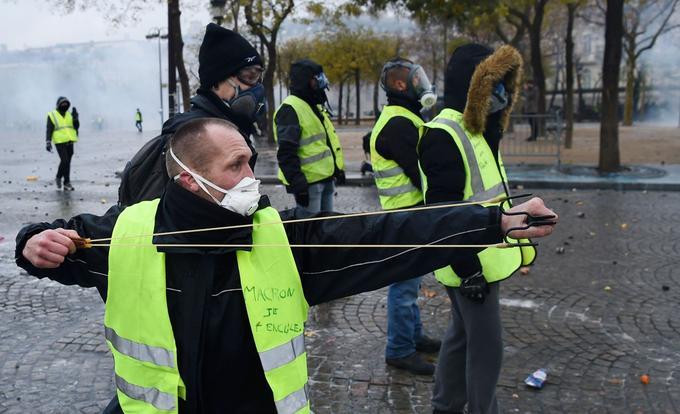 Les dégradations commises par les «gilets jaunes» à Paris auront été nombreuses: plus de 200 feux ont ainsi été repertoriés par les autorités.