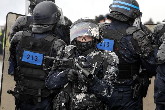 Environ 5000 membres des forces de l'ordre étaient mobilisées ce samedi 1er décembre à Paris. Mais le dispositif s'est révélé insuffisant.