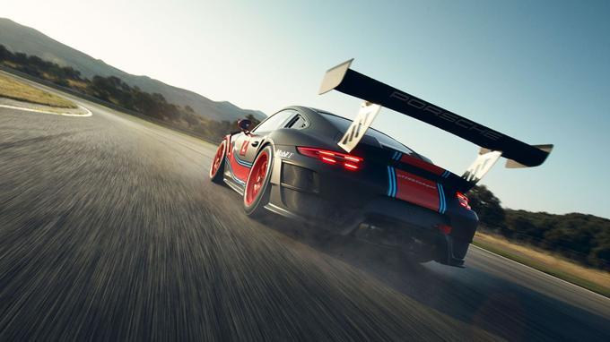 La 911 GT2 RS Clubsport emploie le «flat-six» de 3,8 litres de cylindrée, couplé à la boîte de vitesses automatique à double embrayage PDK comptant 7 rapports.