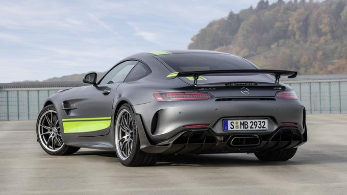 L'AMG GT R Pro se dote de série du «Carbon Package» et du «Track Package».