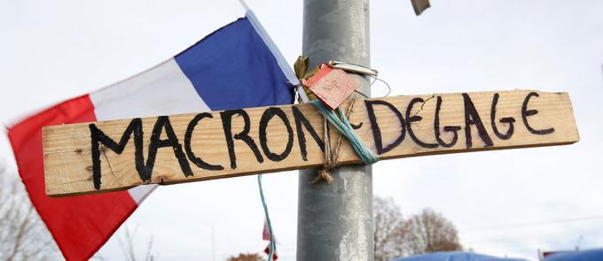 Sur un rond-point occupé à Sainte-Eulalie, près de Bordeaux, des «gilets jaunes» ont installé cette pancarte, photographiée le 5 décembre.