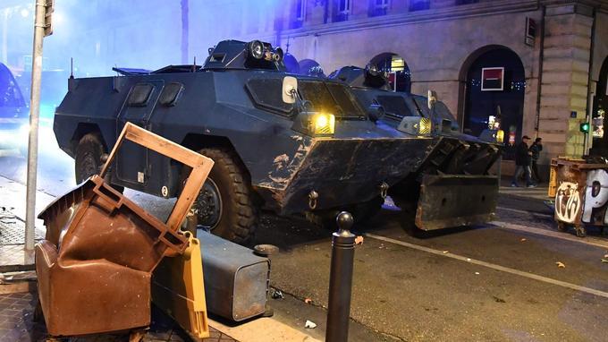 Les blindés de la gendarmerie dans les rues de Marseille.