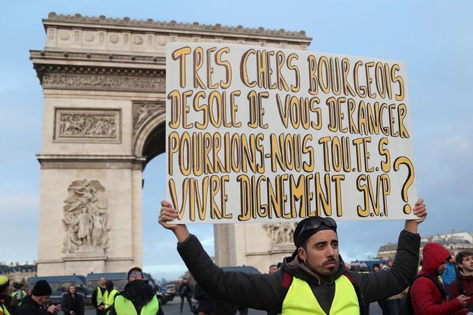 Devant l'Arc de triomphe, ce «gilet jaune» a choisi de s'adresser directement aux «bourgeois».