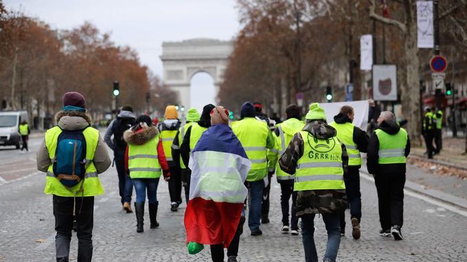 Emmanuel Macron s'adressera à la nation, lundi soir à 20 heures, dans une allocution depuis l'Élysée, pour répondre à la crise des «gilets jaunes».
