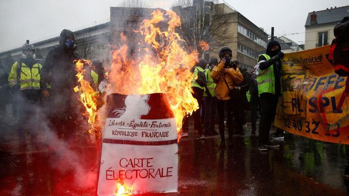 À Nantes, la situation se tendait en milieu d'après-midi.