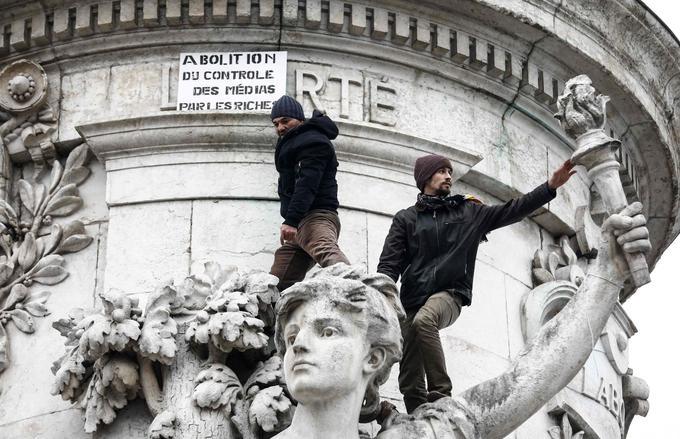 Des manifestants sont place de la République, à Paris, ce samedi 15 décembre 2018.