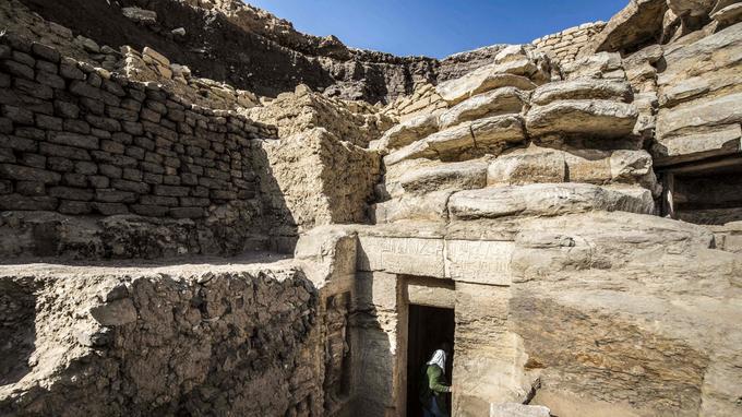 L'entrée de la tombe de «Wahtye», découverte par une mission archéologique sur le site de Saqqara.