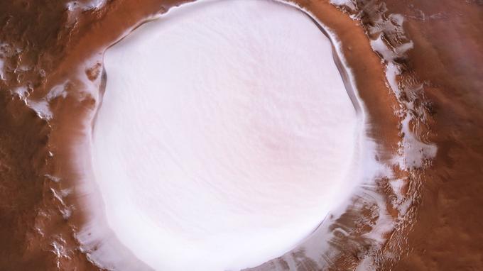 Un immense lac de glace photographié sur Mars