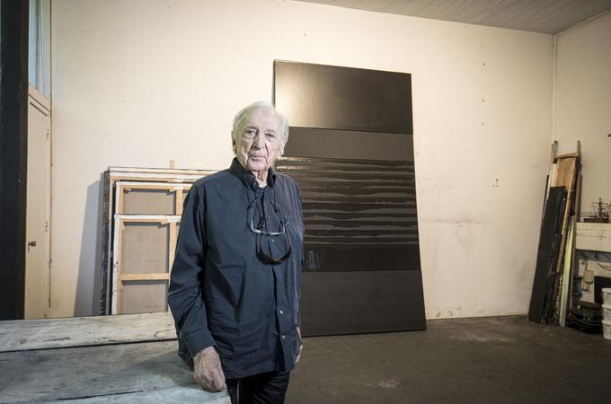 Pierre Soulages, à la veille de ses 99 ans, dans son atelier de Sète. Photo François Bouchon / Le Figaro.