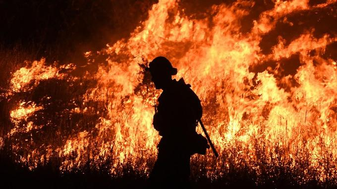 Les deux plus importants incendies de la saison en Californie ont ravagé plus de 100.000 hectares.