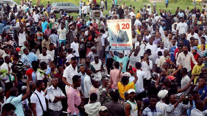 Des soutiens de Felix Tshisekedi sont réunis devant le siège de l'Udps