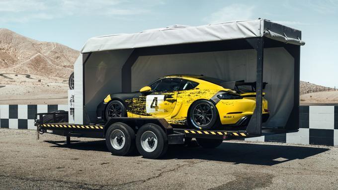 Ces deux Cayman de course peuvent être confiées à n'importe quel centre Porsche pour assurer leur entretien, mais il faudra utiliser une remorque.