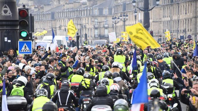 Les «gilets jaunes» ont reçu le soutien de bikers, ce samedi à Bordeaux.