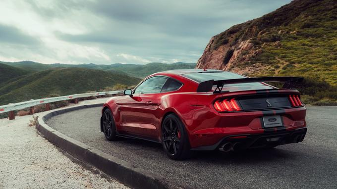 Pour arrêter la Mustang Shelby GT500, des étriers Brembo à six pistons pincent les disques de 420 mm de diamètre!