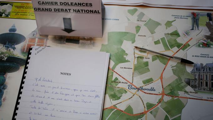 Les cahiers de doléances de Grand Bourgtheroulde ont été investis par les habitants depuis l'annonce de la venue d'Emmanuel Macron dans la commune.