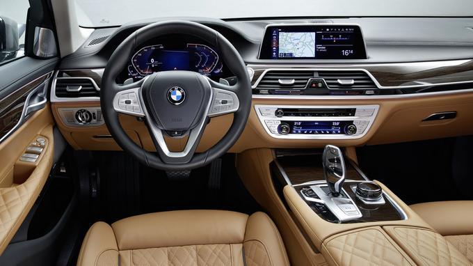 Les modèles exclusifs, comme la M760Li xDrive dotée du V12, se dotent d'un nouveau dessin de cuir nappa.