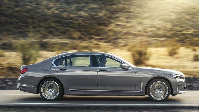 Revue et corrigée, la nouvelle BMW Série 7 bénéficie de vitres latérales dotées d'un verre acoustique.