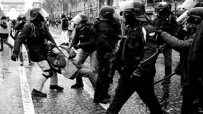 Interpellations sur les Champs-Elysées, le 15 décembre 2018. Plus de 1600 gardes à vue à Paris depuis fin novembre.