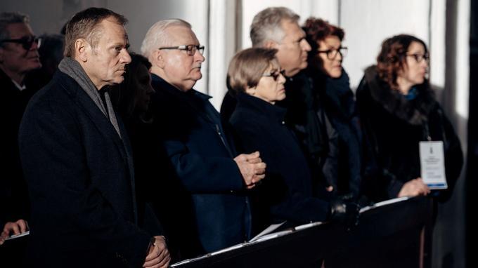 Donald Tusk, Lech Walesa et son épouse Danuta Walesa, Aleksander Kwasniewski et son épouse Jolanta Kwasniewska.