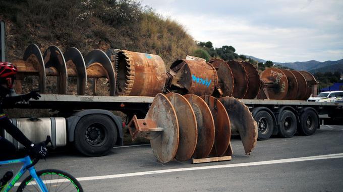 Une partie de la perforeuse géante de 75 tonnes.