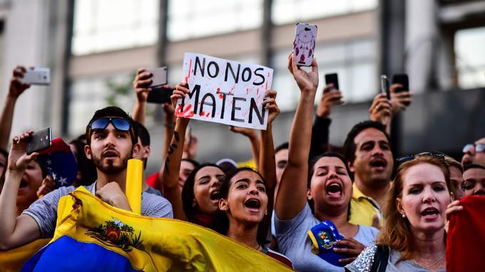 Fort d'un soutien populaire massif, Juan Guaido entend maintenir la pression sur Nicolas Maduro.